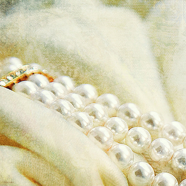 Theresa Tahara - Pearls On White Velvet