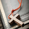 Elena Elisseeva - Cross on Bible