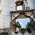 Shelby  Young - Ruins in Antigua...